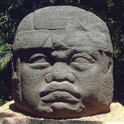 Venta tête Olmèque sculptée